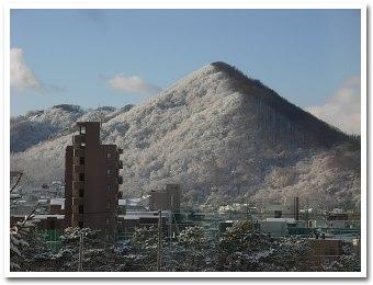 雪の三角山